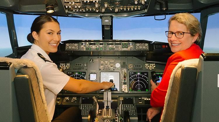 澳立留學 南昆士蘭大學 機師 機艙 飛行模擬器 機長 機師課程 澳洲留學 澳洲移民 澳洲打工渡假 中學留學 小學留學 高中留學